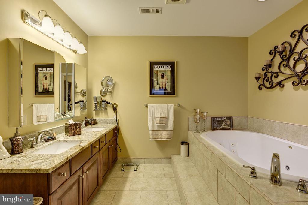 Luxury master bath. beautiful! - 8830 WARM GRANITE DR DR #51, COLUMBIA