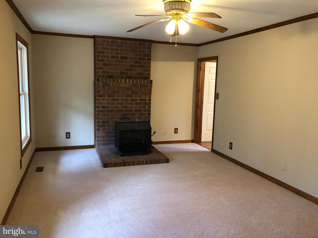Family room off kitchen - 8809 MILLWOOD DR, SPOTSYLVANIA