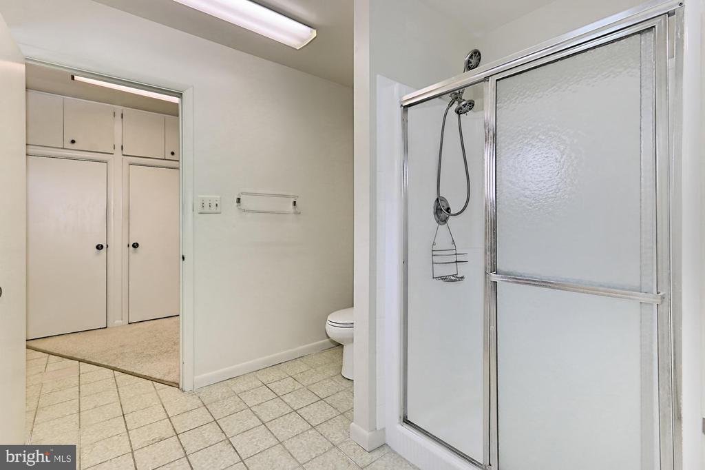 Master Bath - 3666 RUSSELL RD, WOODBRIDGE