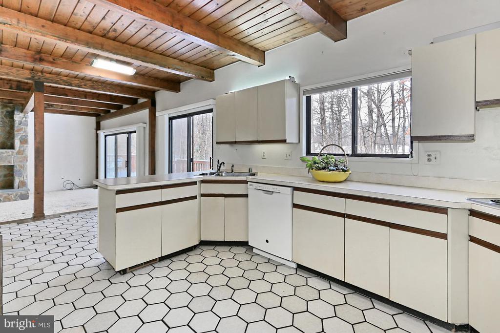Kitchen / Breakfast Area / Family Room - 3666 RUSSELL RD, WOODBRIDGE