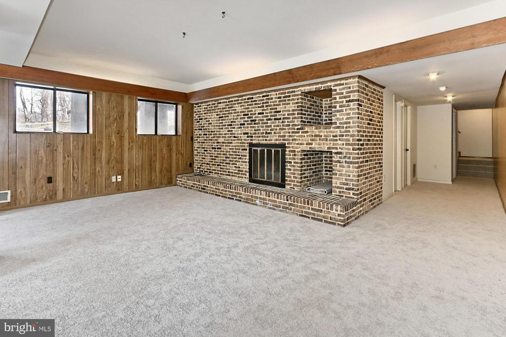 Recreation Room - 3666 RUSSELL RD, WOODBRIDGE