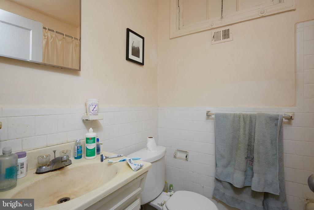 Unit 3 - Bathroom - 1905 CONSTITUTION AVE NE, WASHINGTON
