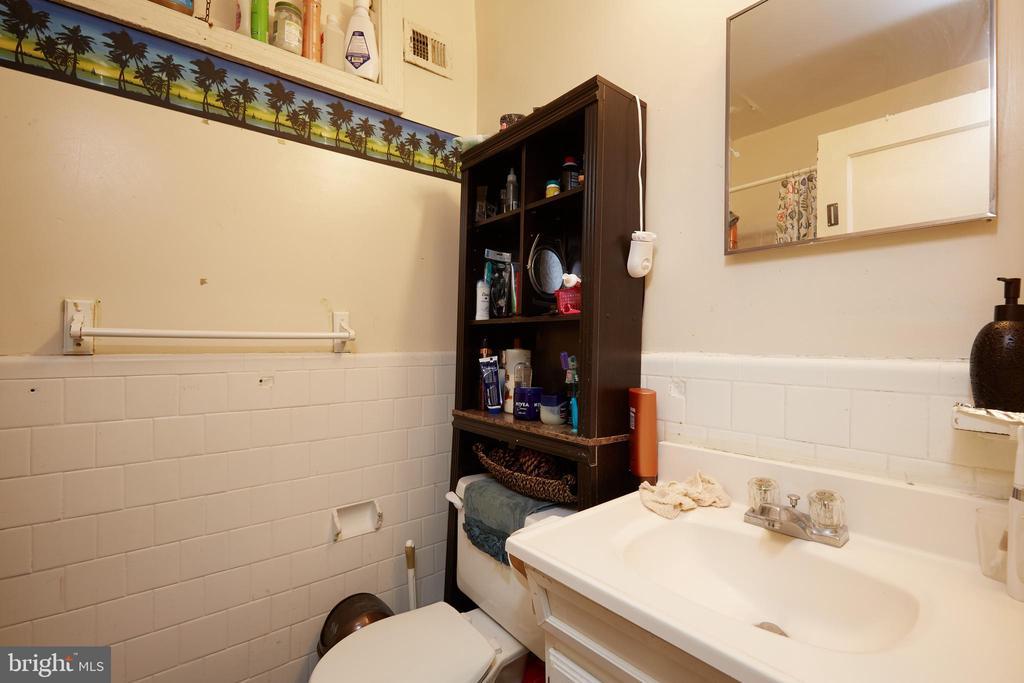 Unit 4 - Bathroom - 1905 CONSTITUTION AVE NE, WASHINGTON