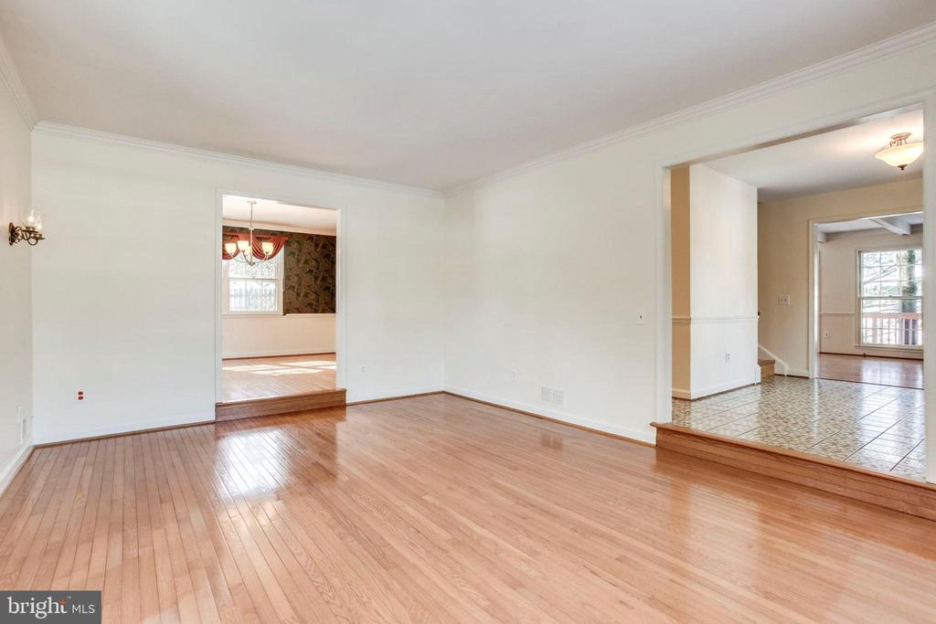 Living Room with pretty Hardwood floors - 8911 GLADE HILL RD, FAIRFAX