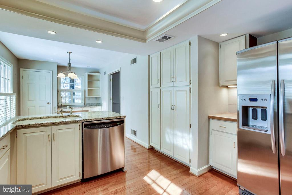 Stainless Steel  Appliances in the remodeled Kitch - 8911 GLADE HILL RD, FAIRFAX