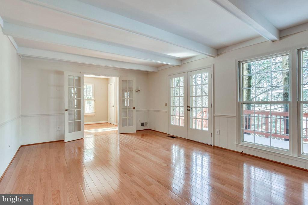 Family Room with door to deck and yard - 8911 GLADE HILL RD, FAIRFAX