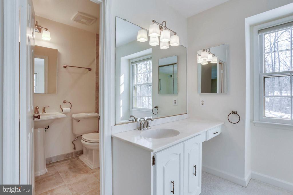 Master Bath with Double Sinks - 8911 GLADE HILL RD, FAIRFAX