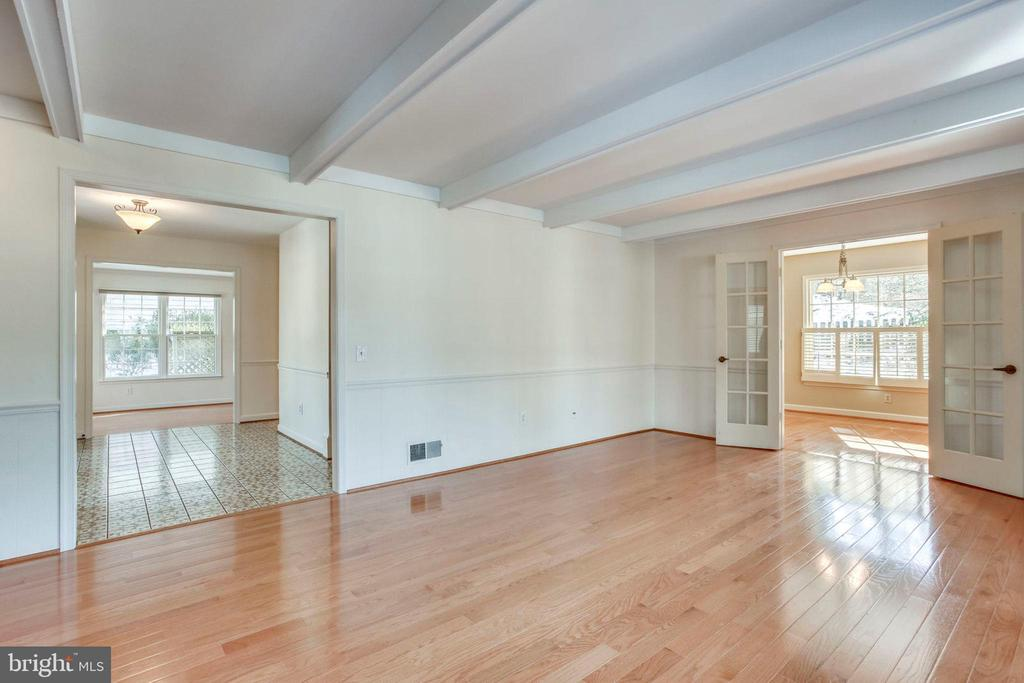 Family Room with gleaming Hardwood floors - 8911 GLADE HILL RD, FAIRFAX