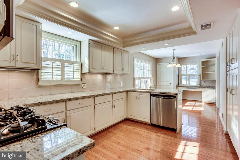 Bright and Sunny - 8911 GLADE HILL RD, FAIRFAX