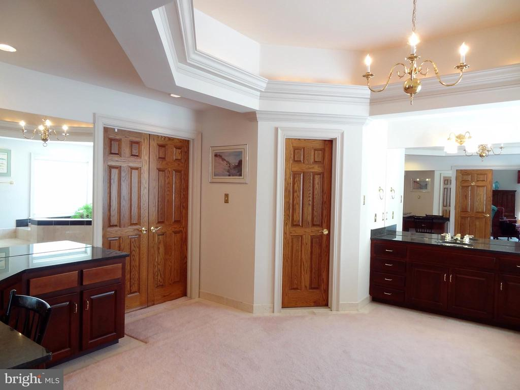 Master Bath: Fully Appointed - 6901 CLIFTON RD, CLIFTON
