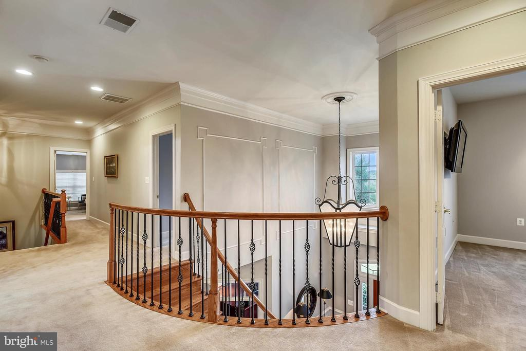 Upper Level Hall - 43547 BUTLER PL, LEESBURG