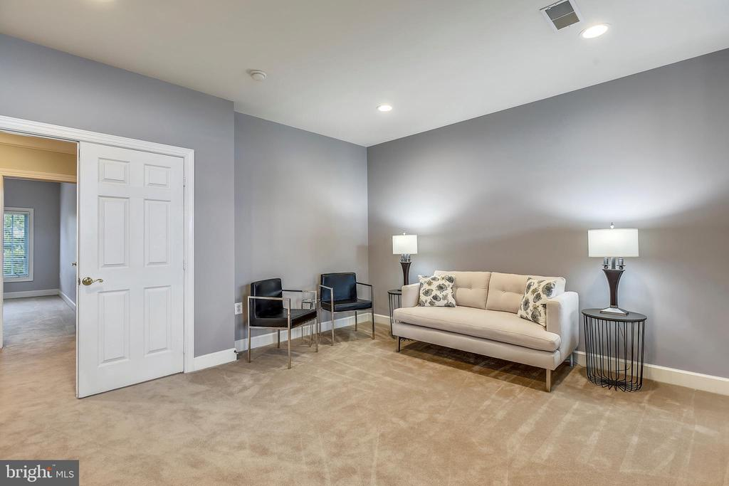 Master Suite Sitting Area - Hall Entry to left - 43547 BUTLER PL, LEESBURG