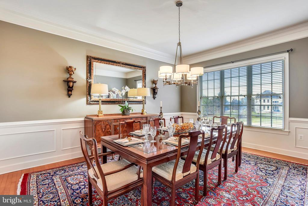 Formal Dining Room enjoys Views of 11th Fairway - 43547 BUTLER PL, LEESBURG
