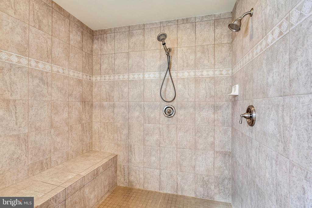Spacious Master Bath Shower with Dual Shower Heads - 43547 BUTLER PL, LEESBURG