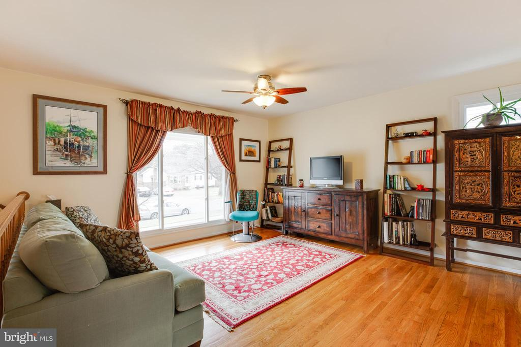 Living room (check out the wood floors!) - 13131 BEAVER TER, ROCKVILLE
