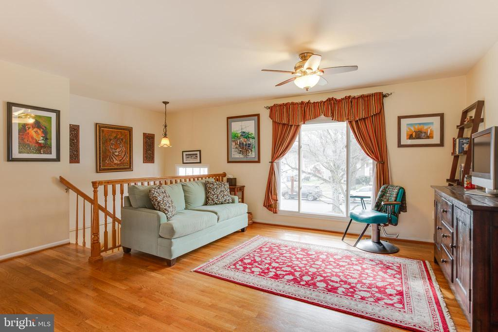 Living room with large picture window. - 13131 BEAVER TER, ROCKVILLE