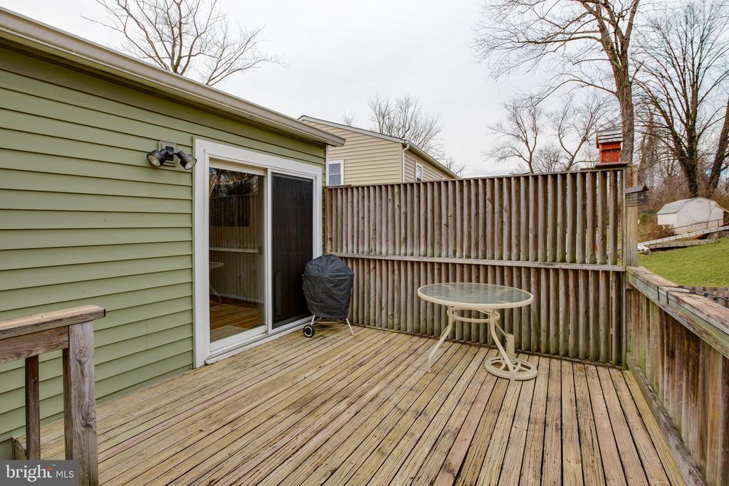 Relax on the deck and enjoy the backyard - 13131 BEAVER TER, ROCKVILLE