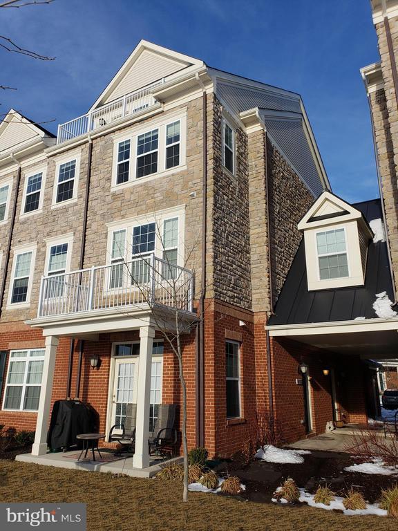 42573  SUNSET RIDGE SQUARE  439, Ashburn in LOUDOUN County, VA 20148 Home for Sale