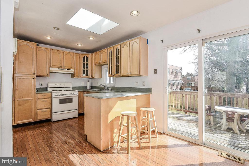 Main level kitchen with Electric range - 3232 13TH ST S, ARLINGTON