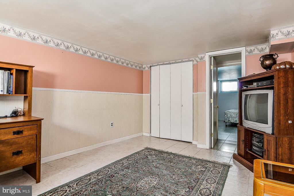 Lower level family room - 3232 13TH ST S, ARLINGTON
