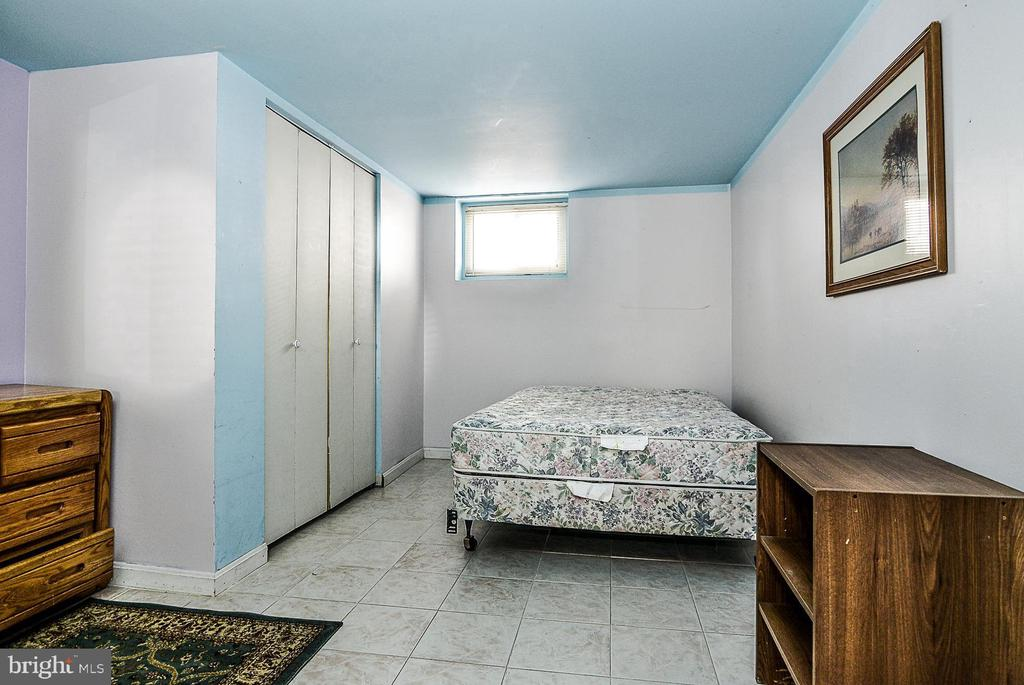 Lower level den - 3232 13TH ST S, ARLINGTON
