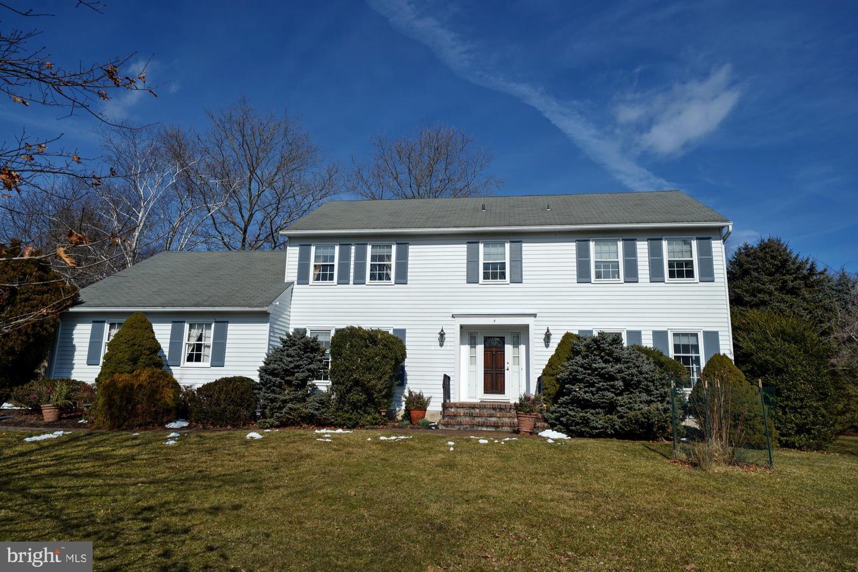 Property för Försäljning vid 4 FAIRWAY Drive Princeton Junction, New Jersey 08550 Förenta staterna