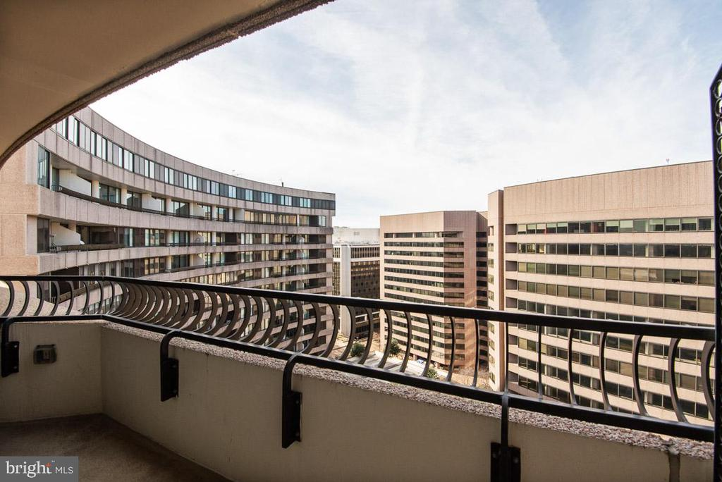 Balcony View (2) - 1200 CRYSTAL DR #1713, 1714, ARLINGTON