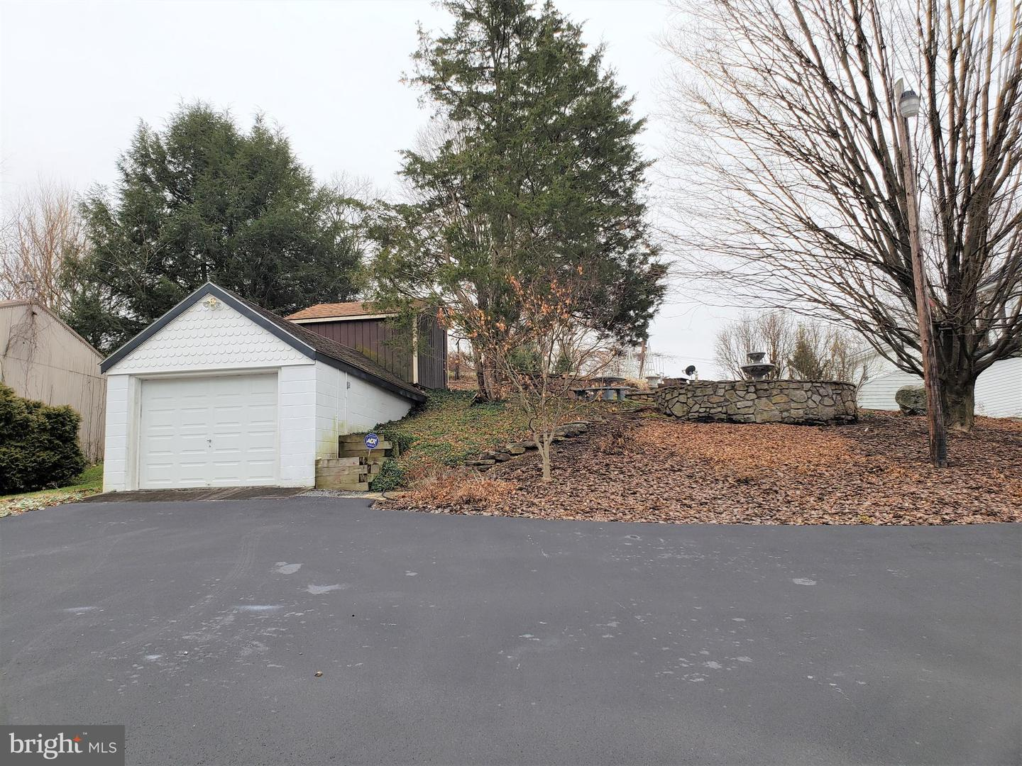 Additional photo for property listing at 34 Greenway Dr Berkeley Springs, West Virginia 25411 United States