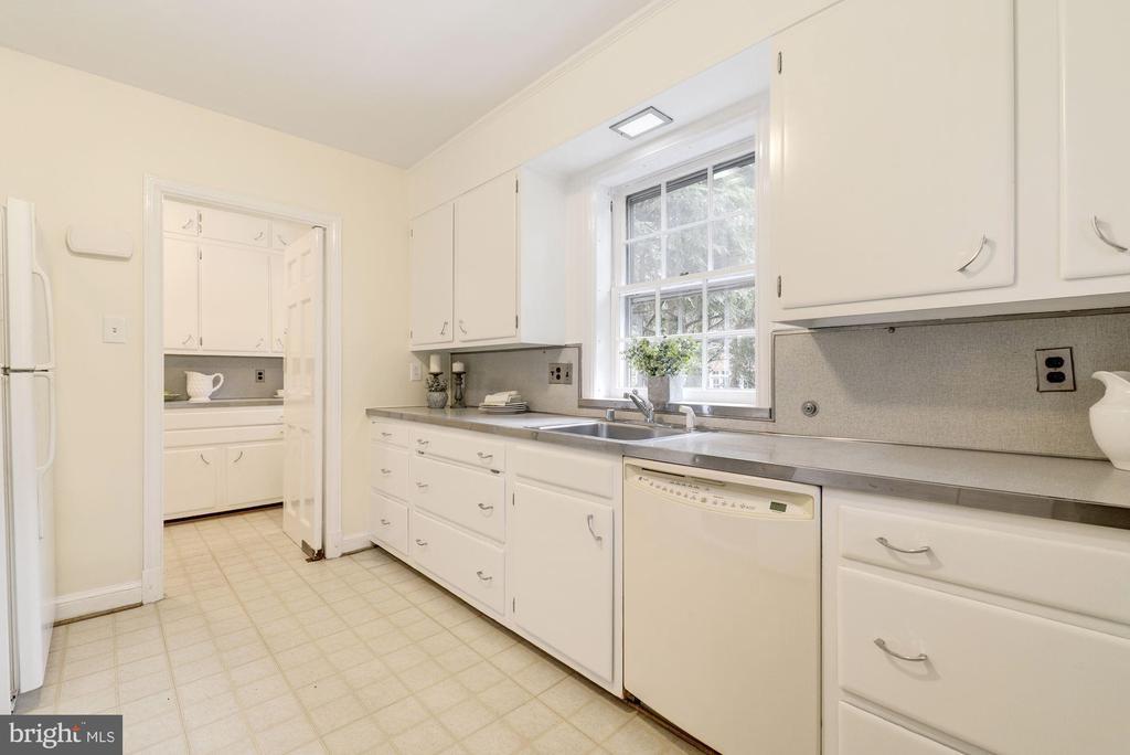 Spacious Kitchen - 4960 HILLBROOK LN NW, WASHINGTON