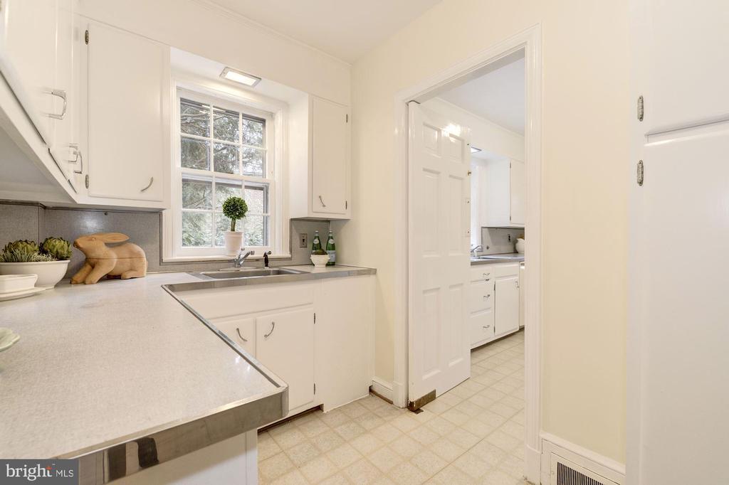 Butler's Pantry with abundant cabinetry/storage - 4960 HILLBROOK LN NW, WASHINGTON