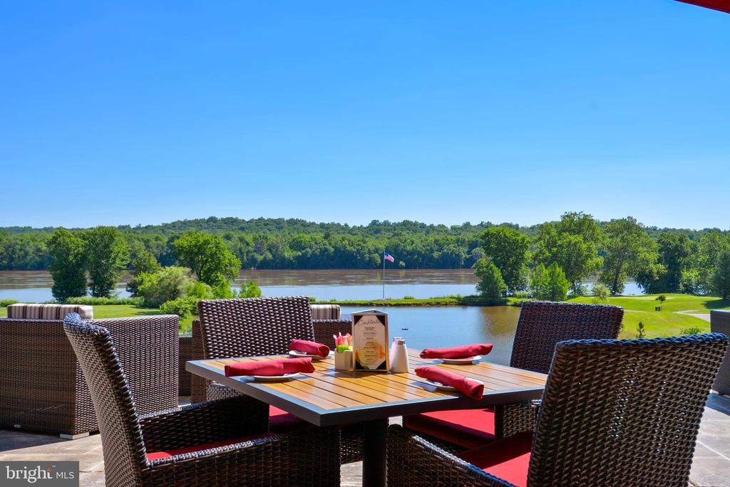 River Creek Outdoor Dining - 43547 BUTLER PL, LEESBURG