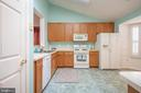 Large Bright Kitchen - 11320 SAVANNAH DR, FREDERICKSBURG