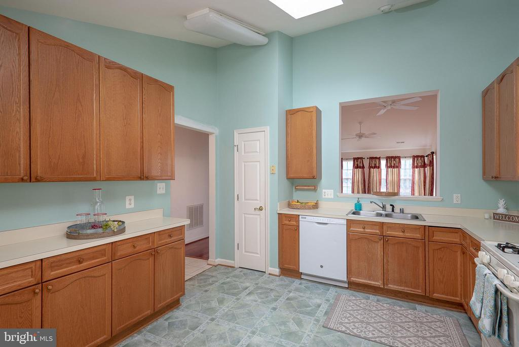 Lots of Counter Space - 11320 SAVANNAH DR, FREDERICKSBURG