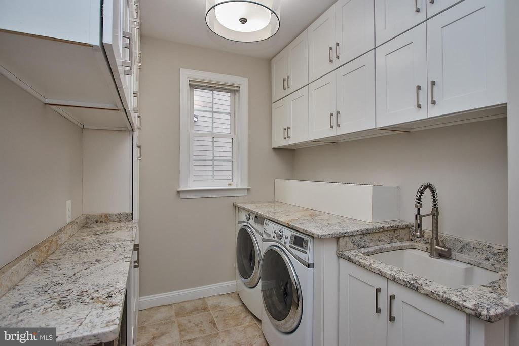 Gorgeous New Mudroom & Laundry Room - 7616 CENTER ST, FALLS CHURCH