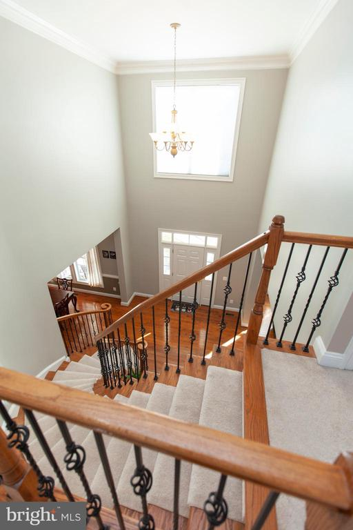 Upstairs Landing at Two Story Foyer - 43341 CEDAR POND PL, CHANTILLY