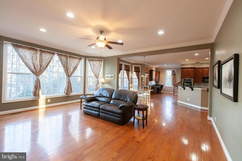 Family Room to Kitchen - Open Floor Plan - 43341 CEDAR POND PL, CHANTILLY