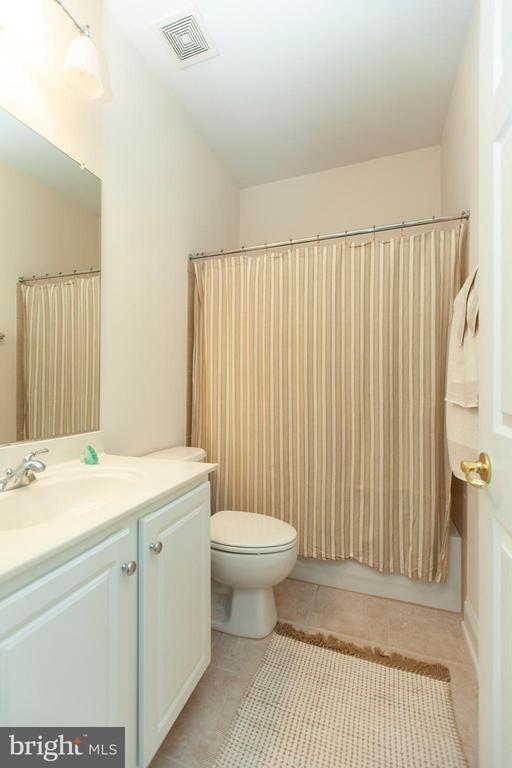 Princess Bath - 43341 CEDAR POND PL, CHANTILLY