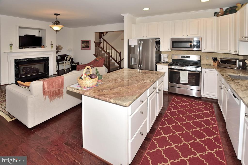 Gas cooking/built in Microwave/French  Door Refrig - 2524 BRENTON POINT DRIVE, RESTON