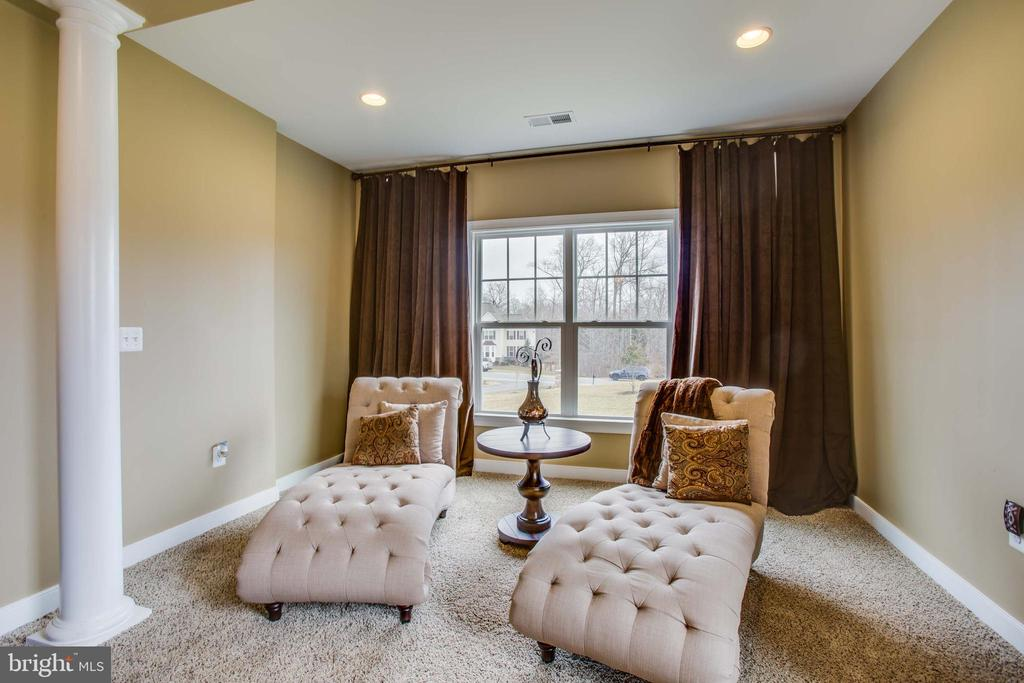 Master sitting area - 90 LUPINE DR, STAFFORD