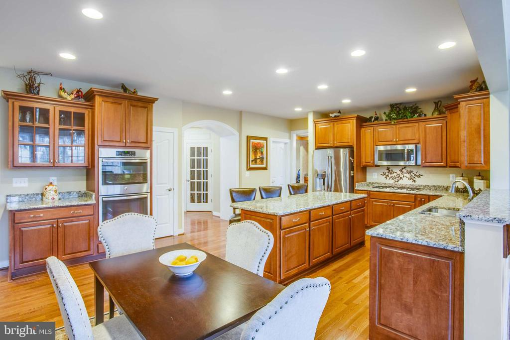 Gourmet stainless steel appliances, granite - 90 LUPINE DR, STAFFORD