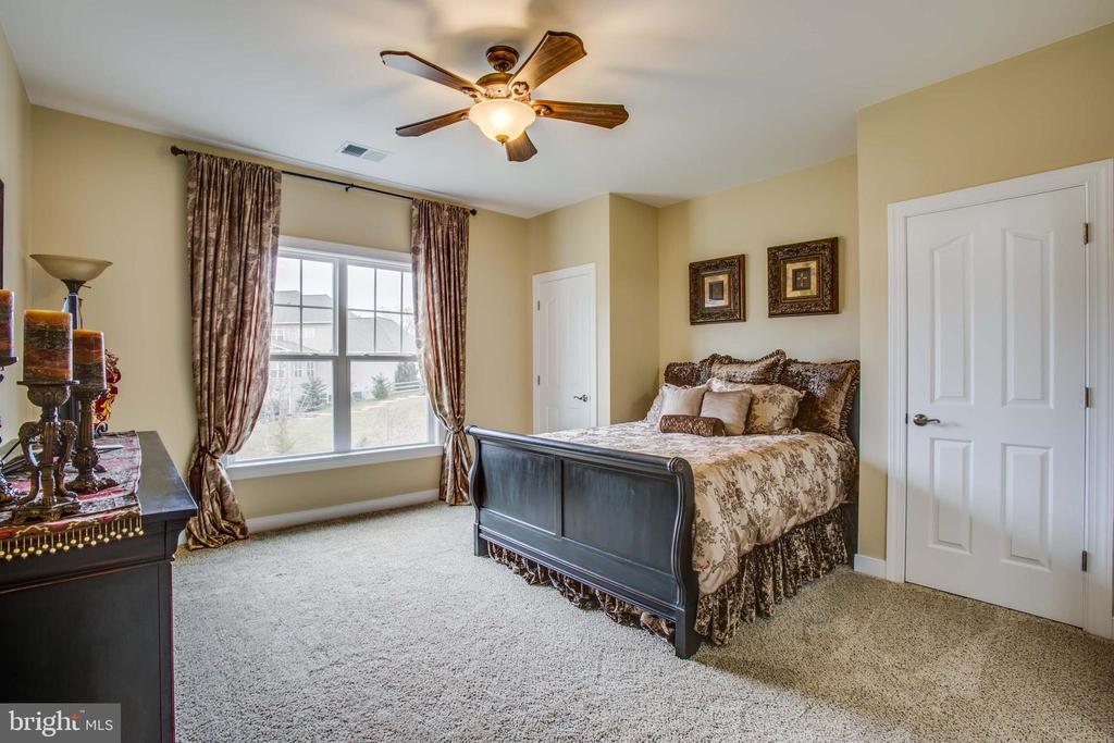 Bedroom 3 with Jack n' Jill bath - 90 LUPINE DR, STAFFORD
