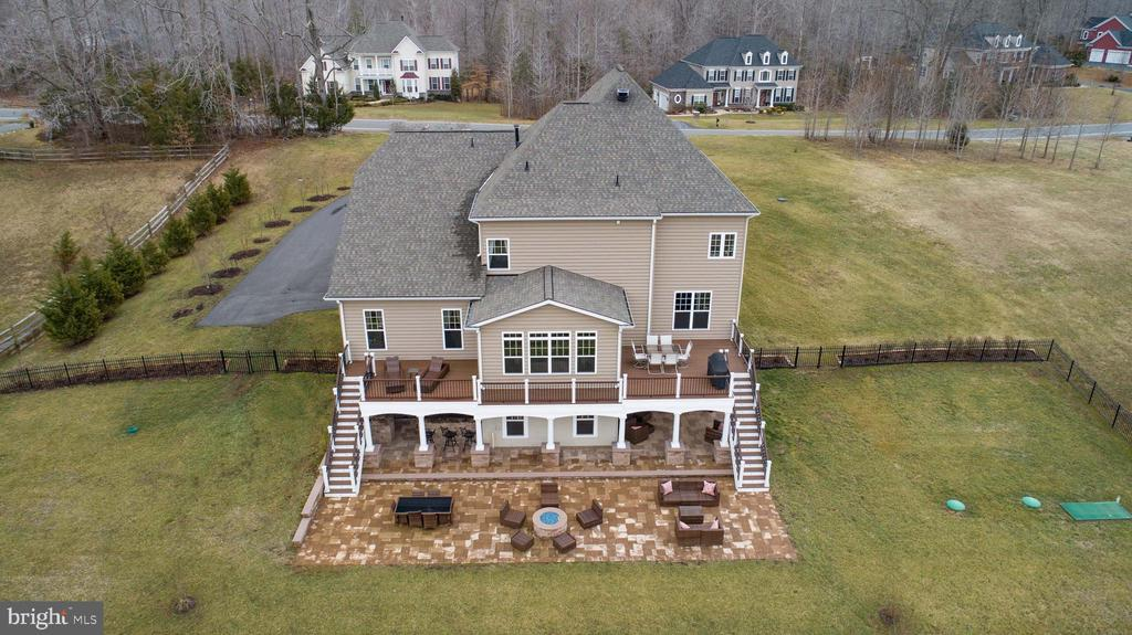 Professionally landscaped - 90 LUPINE DR, STAFFORD