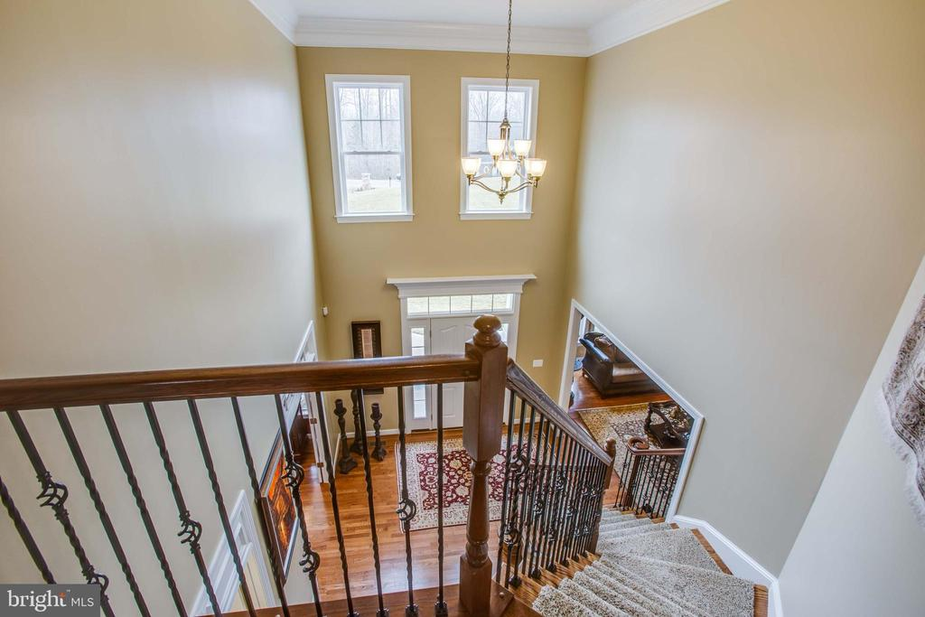 Bright, open foyer - 90 LUPINE DR, STAFFORD