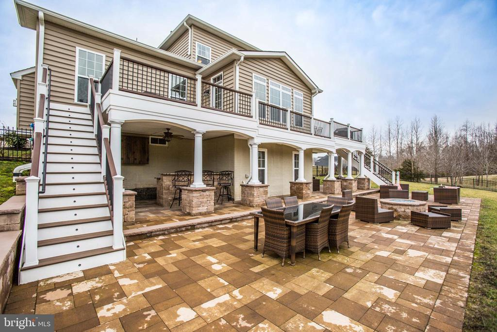 Patio (16X58) with propane fire pit - 90 LUPINE DR, STAFFORD