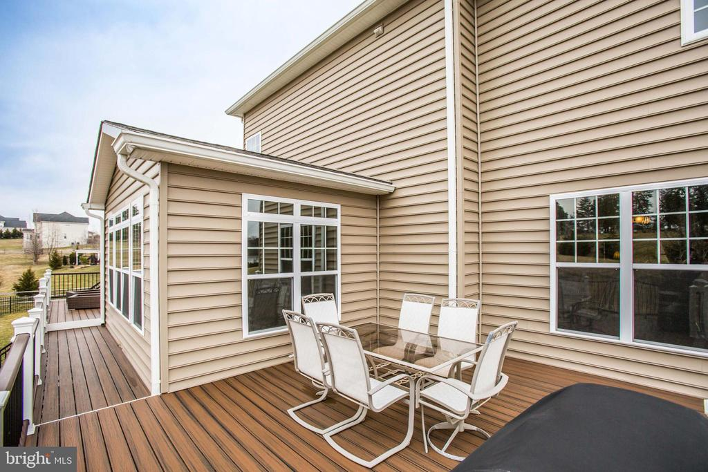 Second deck connected to first deck - 90 LUPINE DR, STAFFORD