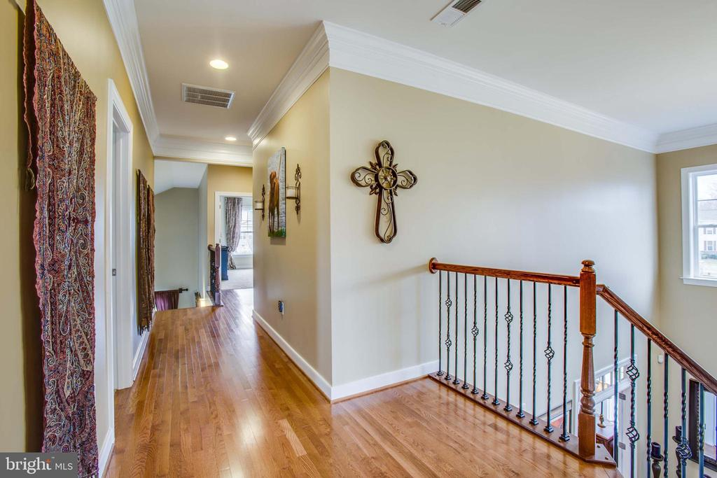 Beautiful hardwoods extend to upstairs hall - 90 LUPINE DR, STAFFORD