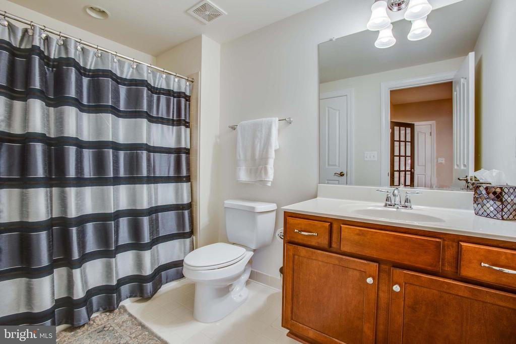 Full bathroom in the basement - 90 LUPINE DR, STAFFORD