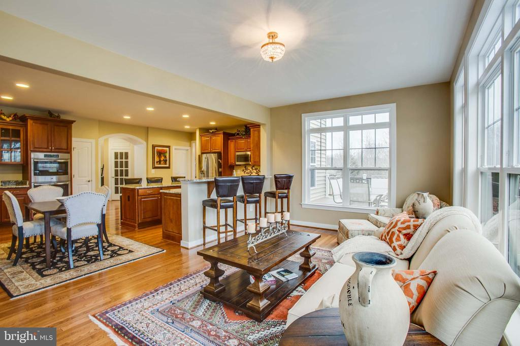 Bright sunroom off of kitchen - 90 LUPINE DR, STAFFORD