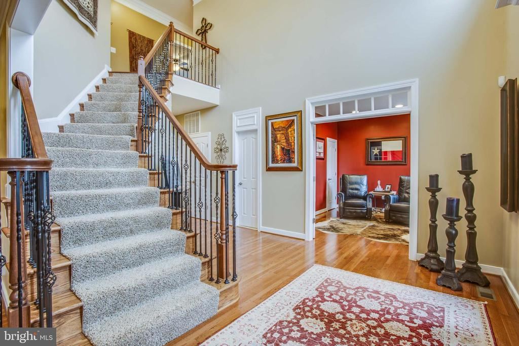 Beautiful wrought iron staircase - 90 LUPINE DR, STAFFORD