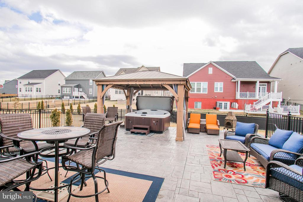 Hot tub negotiable - 2565 PASSIONFLOWER CT, DUMFRIES